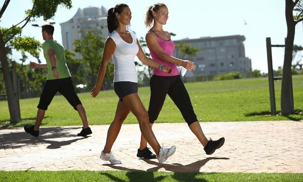 La marche et marche rapide pour un ventre plat - Les bienfaits de la marche rapide sur tapis ...