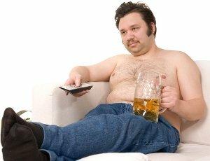 Adopter une mauvaise posture en regardant la télévision et avoir un manque d'exercice