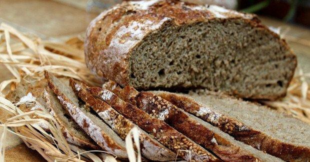 Le pain complet améliore le transit grâce à ses céréales riches en fibres